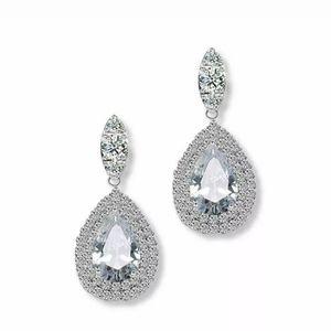 Jewelry - Elegant white crystal drop earrings